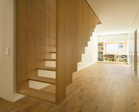 Merveilleux Suspended Staircase