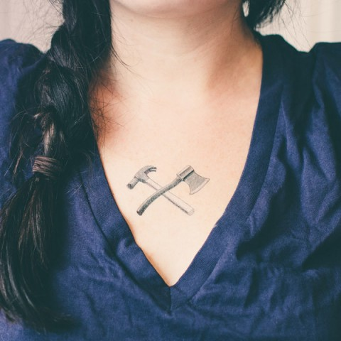 tattly_fiona_richards_ax_and_hammer_web_applied_03_grande