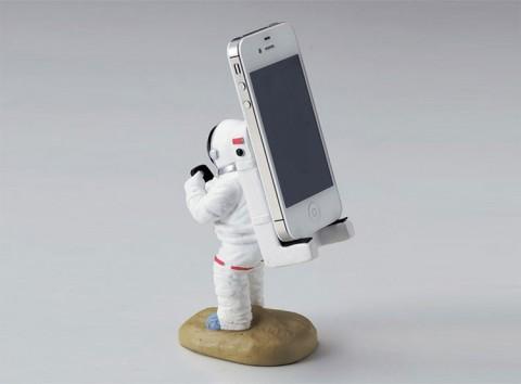 smartphone austronaut