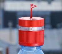 vittel-refresh-water-bottle-reminds-you-to-stay-hydrated-designboom-01