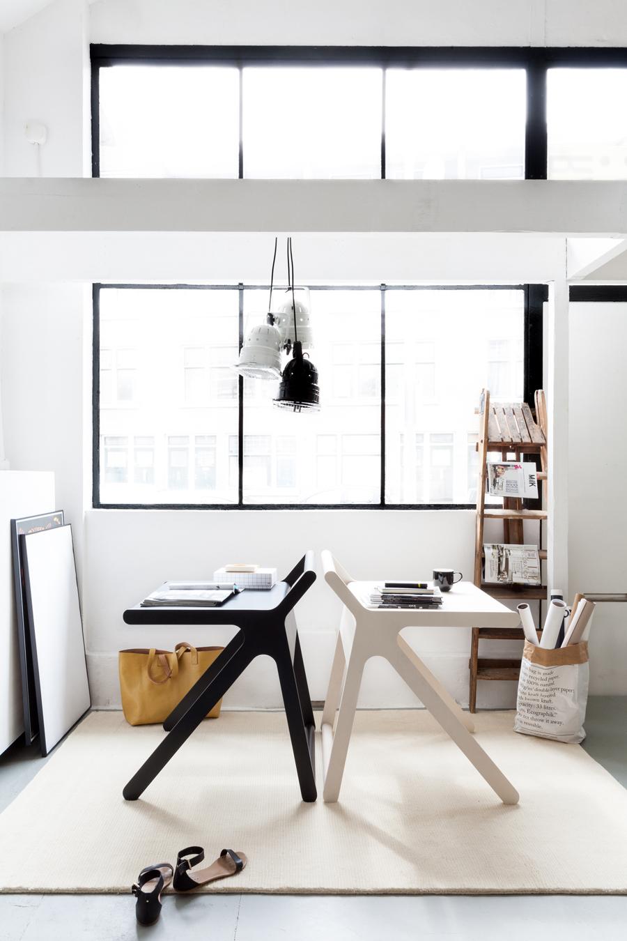 K desk  black&white