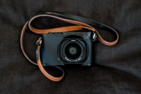 leica_q_front_taped