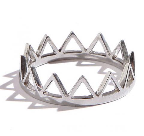 Trikona Ring