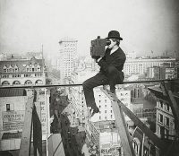 Photographing_New_York_City_-_on_a_slender_support_18_stories_above_pavement_of_Fifth_Avenue